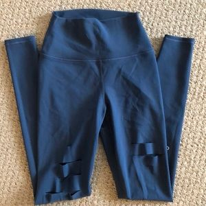 ALO ripped warrior legging. Size XS. NEW